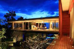 El epítome de una joya de la arquitectura moderna en uno de los destinos más bellos del mundo, la villa es la materia de los sueños. La residencia privada se encuentra en Phuket, más grande y popular destino turístico de Tailandia, ya que está asentado en un sitio...