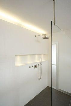 Strak - geen tegels in de douche! Handige ruimte in muur voor shampoo, douchegel,...