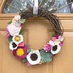You need a Valentine's Day/ Spring / Easter wreath - all in one?! Look no further! Here she is! 😍 Happy Sunday everyone 💕 #fabfeltdesigns #feltflowerwreath
