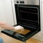 How to clean inside double glass oven doors. Note: If normal glass cleaner does not remove the debris, try the cleaning products designed for glass stove tops. They're stronger than glass cleaner and designed to remove food debris. Deep Cleaning Tips, Cleaning Hacks, Office Cleaning, Cleaning Spray, Diy Cleaning Products, Cleaning Solutions, Clean Oven Door, Burnt Food, Melted Plastic