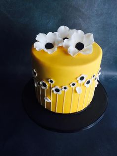 Buttercup Yellow cake by Una's Cake Studio Yellow Birthday Cakes, Birthday Cakes For Teens, 16 Birthday Cake, Pretty Birthday Cakes, Pretty Cakes, Yellow Cakes, Teen Birthday, Creative Cake Decorating, Cake Decorating Designs