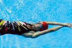 Zwemmen is goed voor lichaam en geest. Het zwembad is geschikt voor mensen met pijnlijke gewrichten, overgewicht of rugklachten en ook voor ontspanning.