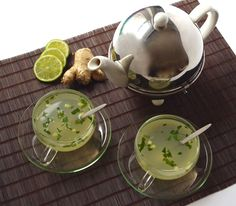 Une de mes boissons d'hiver préférée, l'nfusion citron vert-gingembre-menthe. Parfait en mode détox-gourmand: le citron, le gingembre et la menthe purifient l'organisme et le miel avec sa petite note sucrée fait de cette infusion un délice.