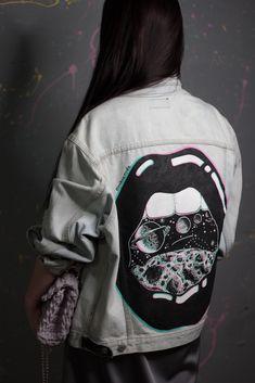 - Jacket Designs - Куртка с росписью. Painted Denim Jacket, Painted Jeans, Painted Clothes, Denim Art, Diy Vetement, Denim Ideas, Aesthetic Clothes, Diy Clothes, Diy Fashion