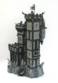 More pictures of Grimhold Castle, my entry to the CBC's Epic Siege category. Lego Minifigure Display, Lego Halloween, Lego 4, Minecraft Architecture, Lego Castle, Lego Worlds, Cool Lego Creations, Lego Projects, Lego Building