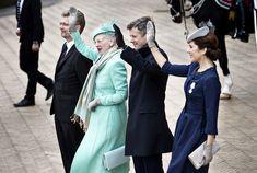 Dronning Margrethe fylder 75, og det er torsdag blevet markeret med bl. a. morgenvækning, karettur, hyldest på Rådhuspladsen samt privat fest på Fredensborg Slot.