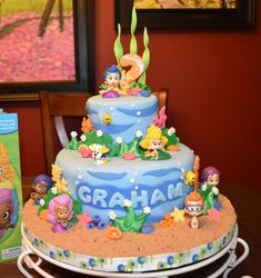 I had the pleasure of making a Bubble Guppies Cake...