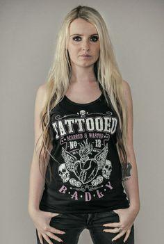 """Top donna nero """"Tattooed, Scatteres, Wasted"""" del brand #Badly con ampia stampa sul davanti."""