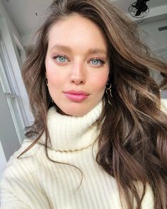 Picture of Emily Didonato Emily Didonato, Maybelline, Hot Pink Lipsticks, Natural Blush, Pretty Blue Eyes, Actrices Hollywood, Fall Hair, Beautiful Eyes, Pretty People