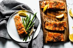 Cedar plank salmon on the grill are the flavors that salmon is meant to taste like and it cooks to perfection in less than 15 minutes. Delicious Salmon Recipes, Grilled Salmon Recipes, Cooking Salmon Fillet, Cedar Plank Salmon, Salmon Skin, Salmon Fillets, Food Grade, No Cook Meals, Skillet