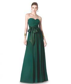 Modelo de la colección fiesta 2015 de St. Patrick y La Sposa con escote corazón y cintura entallada con lazo en raso