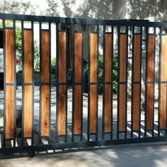 Creative and modern tricks: Green Lattice Fence Backyard Fence Split Rail. Creative and modern tricks: Green Lattice Fence Backyard Fence Split Rail. Front Gate Design, Main Gate Design, House Gate Design, Door Gate Design, Fence Design, Metal Gates, Metal Fence, Brick Fence, Glass Fence