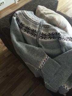 Nancy jacket, handknitted in alpacca yarn Nancy kofte strikket i alpacca garn