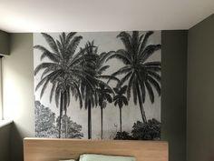 Onze slaapkamermuur Behang: Graham and Brown Verf: Flexa Camouflage green