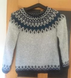 Krásný svetr Starfall upletený z klubíček Drops Air od paní Zdeňky Jebavé. Sweaters, Fashion, Moda, Fashion Styles, Sweater, Fashion Illustrations, Sweatshirts, Pullover Sweaters, Pullover