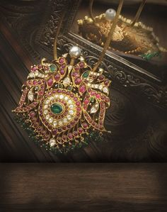 gemstone_pendant_from_navrathan_jewellers