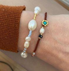 Pride Bracelet, Daisy Bracelet, Pearl Bracelet, Beaded Necklace, Glass Gemstone, Gemstone Jewelry, Jewelry Bracelets, Beaded Jewelry Designs, Jewelry Ideas