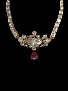 A classic mughal style polki necklace. Mughal Jewelry, India Jewelry, Antique Jewelry, Royal Jewelry, Gems Jewelry, Jewelery, Gold Jewellery, Diamond Jewelry, Stylish Jewelry