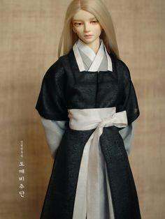 @dokkebi_judan Japan Fashion, Fast Fashion, Look Fashion, Korean Fashion, Fashion Outfits, Fashion Design, Korean Traditional Dress, Traditional Looks, Traditional Dresses