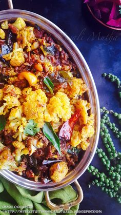 Chettinad Cauliflower Chukka Recipe / Spicy Dry Cauliflower Curry From Chettinad South Indian Vegetarian Recipes, South Indian Food, Indian Food Recipes, Ethnic Recipes, Indian Cauliflower, Cauliflower Curry, Cauliflower Recipes, Spicy Recipes, Curry Recipes