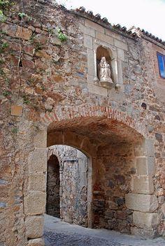 Caceres - Arco de Santa Ana by WVJazzman, via Flickr