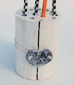 Pojemnik biurowy w stylu shabby chic. w magia-sztuki na DaWanda.com Toothbrush Holder, Shabby Chic, Magick, Kleding, Shabby Chic Decorating