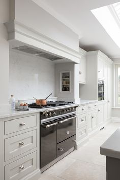 The main focal point of this kitchen is the Lacanche Saulieu range cooker in bold graphite with a polished nickel trim which pairs with the cabinetry hardware throughout. The hob consists of 4 gas burners and a simmer plate which is perfect for a cooking a big Sunday lunch because of the space for multiple pans. #humphreymunson