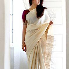 urban pari sari or saree. Raw silk with contrast blouse paring Indian Attire, Indian Outfits, Indian Dresses, Ethnic Sarees, Indian Sarees, Ethnic Fashion, Indian Fashion, Sari Dress, White Saree