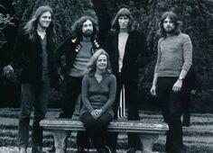 Pink Floyd 1971 yılında Fransız aktrist Jeanne Moreau ile.  Fotoğrafı çeken ise Gökşin Sipahioğlu.