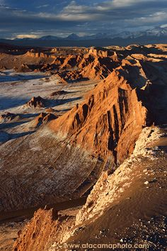 Atacama Desert landscape, volcanoes, lagoons and Altiplano of Chile - - Atacama Desert lagoons, volcanoes and Altiplano landscapes. Peru Ecuador, Fantasy Landscape, Desert Landscape, South America Map, Deserts Of The World, Desert Mountains, The Journey, Desert Life, Beautiful Landscapes