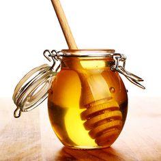 Le Miel est la substance naturelle sucrée produite par l' abeille Apis mallifera, à partir du nectar des fleurs et autres sécrétions extra-florales que les abeilles butinent, transportent, transforment, combinent.
