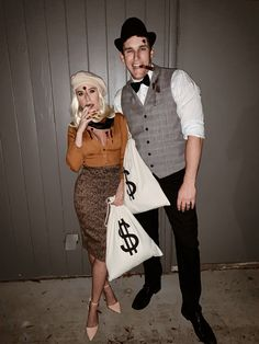 Bonnie and Clyde halloween costumes Scary Couples Halloween Costumes, Halloween Kostüm, Halloween Outfits, Halloween Makeup, Halloween Recipe, Women Halloween, Sexy Couples Costumes, Pretty Halloween, Group Halloween