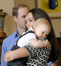 Kate Middleton & Prince George Enjoy Play Date with Other Parents!: Photo Catherine, Duchess of Cambridge (aka Kate Middleton) carries her absolutely adorable son Prince George while attending Plunkett's Parent's Group at… Kate Und William, Prince William Et Kate, Prince George Alexander Louis, Prince Phillip, George Michael, Prince Charles, Baby George, George Duke, George Ezra