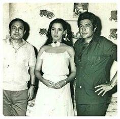 Throw back photo of Shabana Azami Rajesh Khanna, Back Photos, Spider Verse, Bollywood Stars, Bollywood Actress, Vintage Photos, Superstar, Actresses, Indian