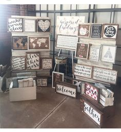 I need a way to display the reverse canvas signs. Also, I love the crates of trays in the floor! Vendor Displays, Craft Booth Displays, Market Displays, Vendor Booth, Craft Show Booths, Craft Show Ideas, Sign Display, Display Ideas, Booth Ideas