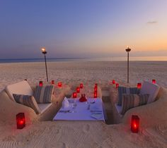 Sweet beach setup! >> Look at the sand couches! This is so awesome!!