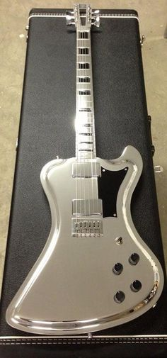 Bella guitarra Cromada    www.pedaleras.com