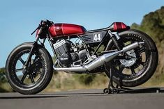 "If motorcycles have earned the reputation as ""widow-makers"" then two motorcycles in particular can lay claim to being the most lethal assassins. Yamaha Cafe Racer, Yamaha Motorcycles, Cafe Racer Motorcycle, Vintage Bikes, Vintage Motorcycles, Café Race, Honda Cbx, Side Car, Sr500"