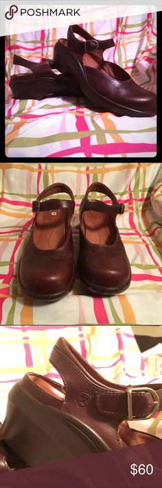 Ariat Laguna Mary Jane Size 11 Gently used honey brown leather clog, by Ariat. Cushioned insole, quality leather. Aside from a few toe scuffs these are in great shape. Smoke and pet free home. Ariat Shoes Mules & Clogs