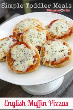 English Muffin Pizzas - Simple Toddler Meals Healthy Toddler Meals, Healthy Foods To Eat, Healthy Snacks, Healthy Eating, Healthy Recipes, Toddler Food, Healthy Kids, Toddler Pizza Recipe, Easy Recipes