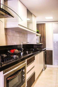 Cozinha compacta e funcional. Projeto Basi Arquitetura