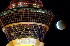 Lunar eclipse next to tower, Stratosphere Hotel & Casino, Las Vegas (© Ethan Miller/Newscom/Reuters)