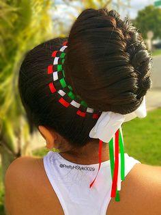 Hairstyle for the 5 de Mayo colors by @PrettyHStyle3029 #5demayo #hairstyle #hairbun #peinado #trenza #bun #peinadoparaniñas #verdeblancorojo #16deseptiembre