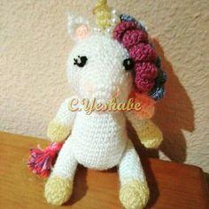 Amigurumi unicornio.