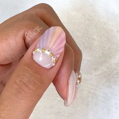 Shell nail detail