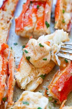 King crab recipe with Sriracha lemon butter. Seafood Boil Recipes, Seafood Diet, Crab Recipes, Lobster Recipes, Seafood Appetizers, Seafood Bake, Bake Crab Legs Recipe, King Crab Recipe, Baked Crab Legs
