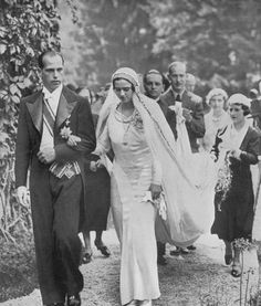 Wedding Inspiration – Vintage Wedding & Bridesmaids Dresses The Princess Ileana of Romania on her wedding day. 1930s Wedding, Vintage Wedding Photos, Vintage Bridal, Vintage Weddings, Wedding Pictures, Royal Brides, Royal Weddings, Country Weddings, Lace Weddings