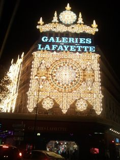 Galeries Lafayette Paris at Christmas, love this store the ceiling is beautifully painted !