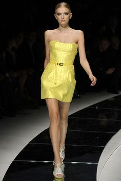 Versace Spring 2009 Ready-to-Wear Fashion Show - Lily Donaldson