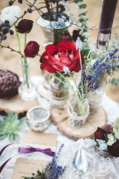 #tischdeko #boho Natürliche Boho Hochzeit in rot und lila | Hochzeitsblog - The Little Wedding Corner